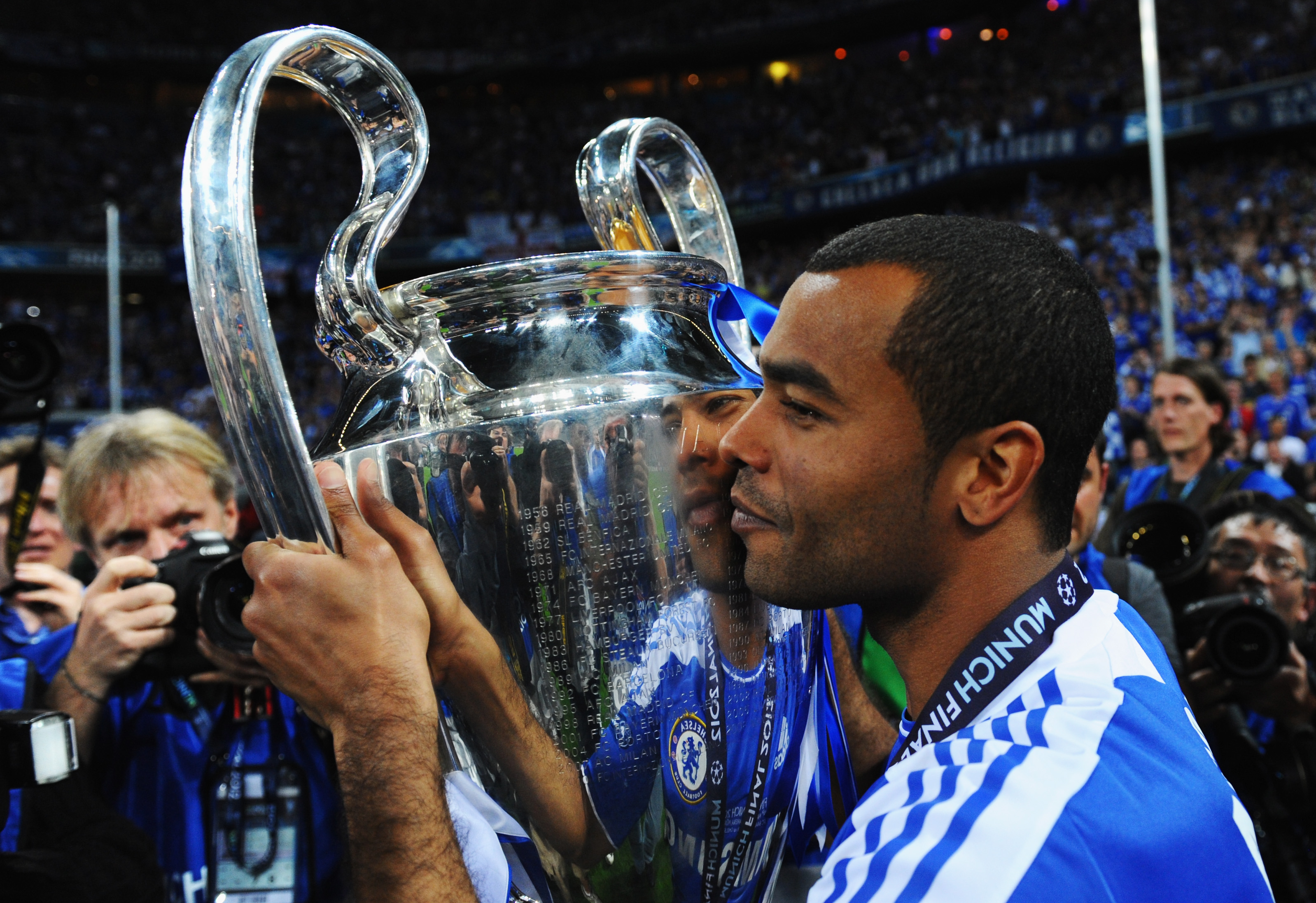 Ashley Cole aims to join Chelsea staff after retiring from play