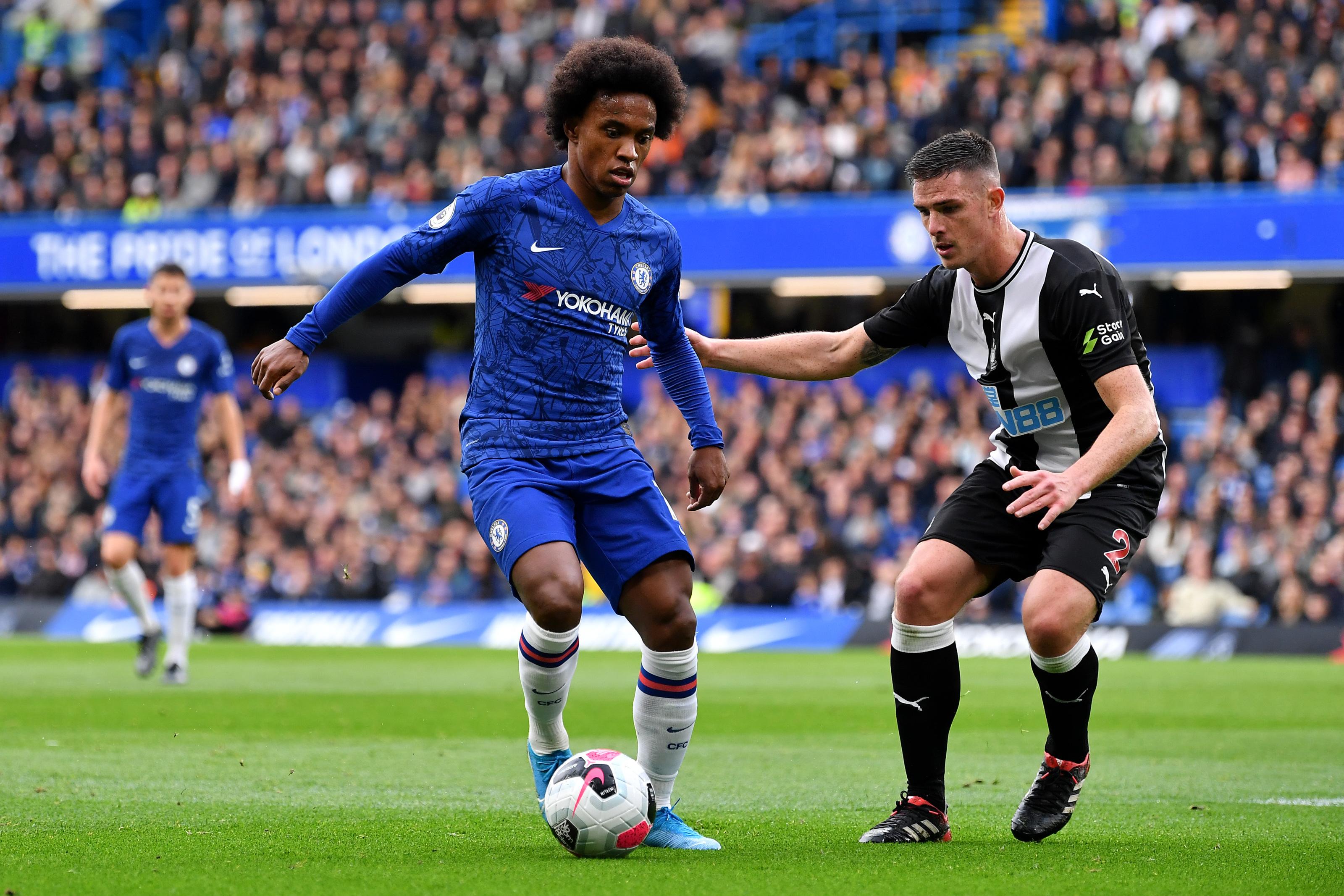 Chelsea: Willian's contract situation echoes David Luiz's